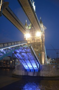 Tower Bridge se otevírá