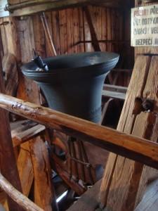 Obrácené zvony v Rovensku