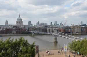 Millennium Bridge se St.Paul's Cathedral